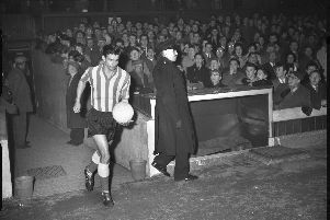 The late Stan Anderson steps out for Sunderland.