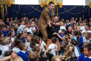 David Walliams with headteacher Dave McPartlin and the children at Flakefleet. Picture: PA.