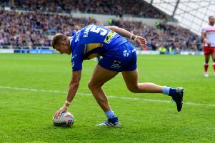 Ash Handley scores his second try against Hull KR.