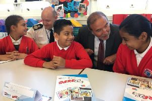 Chief Constable Craig Guildford and Paddy Tipping, Nottinghamshire PCC, talk to school pupils.