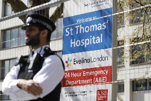 Police officers stand in front of barriers erected outside St Thomas' Hospital in London (Photo: TOLGA AKMEN/AFP via Getty Images)