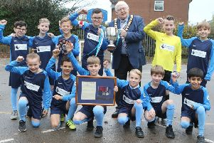 Mayor Brian Gration presents the Gregg VC Trophy to Richardson Endowed Primary