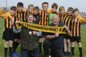 Mayor Brian Douglas with Graham Flannigan of Berwick Shellfish Company and Berwick Junior U12's. Picture by Jane Coltman