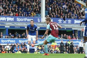 Jeff Hendrick rounds off a 24-pass move to score the winner at Everton in 2017