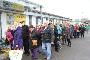 Hanger opening, a long queue formed before the opening