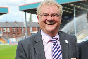 Chris Dunphy has pulled out of a deal to buy Gateshead FC.