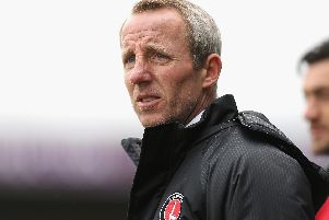 Lee Bowyer has been unable to reach a contract agreement with Charlton Athletic.