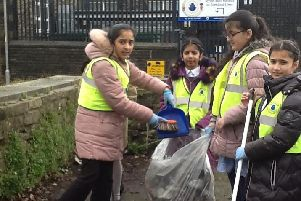 Pupilsat Nelson StPhilip's C of E Primary School tidying up the car park adjacent to Oakland Street during The Great British Spring Clean Up. (s)