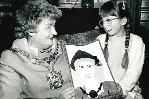 Snapethorpe First School. Winner of a painting competition with Mayor Councillor Mrs Joyce Beech. Published in the Midweek Extra 18.4.1985.