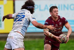 Batley's Alistair Leak runs at the Toulouse defence.