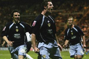 Leeds United reached the Championship play-off final in 2006 after a 2-0 win at Preston in the second-leg