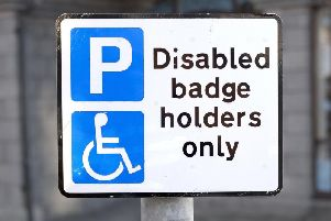Should Blue Badges contain the person's photograph?