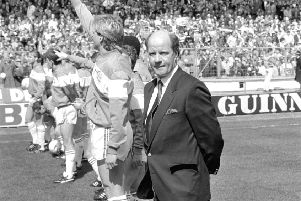 Queens Park Rangers manager Jim Smith lines up on the Wembley pitch alongside his team in 1986