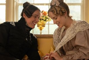 Suranne Jones as Anne Lister and Sophie Rundle as Ann Walker (BBC).